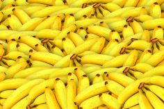 You'll never look at the humble banana the same way again after discovering the many health benefits and reasons to add them to your diet. And remember, bananas make great snacks and delicious smoothies. Shaker Proteine, Fruit Recipes, Healthy Recipes, Smoothie Recipes, Healthy Weight, Healthy Foods, Homemade Smoothies, Healthy Mummy, Banana Recipes