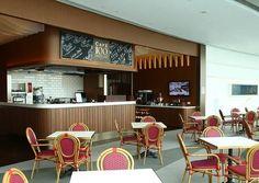 월간 호텔&레스토랑) 전 세계 전망대의 새로운 기준 제시  스카이100 홍콩 전망대와 #더 리츠칼튼 홍콩이 공동으로 세계 최초의 전망대 F&B 영업장인 Cafe 100 by The Ritz-Carlton, Hong Kong(이하 Cafe 100)을 개장했습니다! Cafe 100은 전 세계 전망대의 새로운 기준을 제시할 것으로 캐주얼 다이닝 콘셉트로 안락하고 아늑한 분위기를 연출하는데요, 전문가팀이 창출하는 퓨전 푸드와 음료를 즐길 수 있다고합니다 ^^
