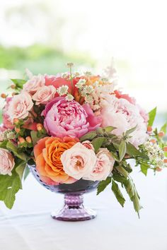 Garden Wedding Table Peonies Ideas For 2019 Fresh Flowers, Beautiful Flowers, Spring Flowers, Exotic Flowers, Purple Flowers, Peonies Centerpiece, Decoration Table, Wedding Centerpieces, Flower Centerpieces