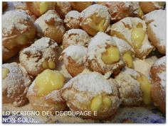 Frittelle con la crema. Italian Cake, Italian Desserts, Sweet Recipes, Cake Recipes, Biscotti Cookies, Bread Cake, Frappe, Street Food, Nutella