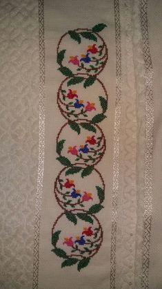 Cross Stitch Boarders, 123 Cross Stitch, Cross Stitch Beginner, Cross Stitch Flowers, Cross Stitch Designs, Cross Stitching, Cross Stitch Embroidery, Cross Stitch Patterns, Crochet Border Patterns