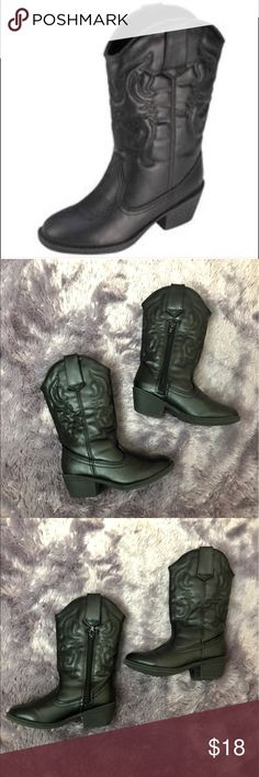 Girls Austin Western Boot Black Sz 11.5 Used, still in good wearable condition, might show signs of wear, no box  ✅Open To Reasonable Offers  💢No Trades  All Items Come From A  Smoke & Pet Free Home‼️  Please refer to pics📷  Any Questions Just Ask 😁  ⚠️Please check out my other listings  THANK YOU⚠️ American Eagle by Payless Shoes Boots