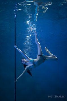 14 Astounding Photos of Pole Dancers Underwater