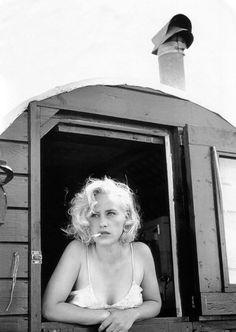 Patricia Arquette smoking