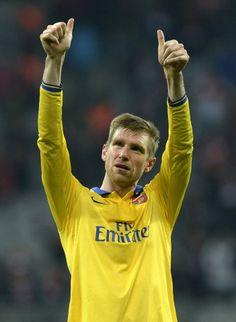Mertesacker Salutes the Travelling Fans After Defeat vs Bayern Munich 2013-2014.