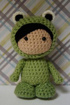Amigurumi muñeca en traje de rana