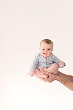 Lifestyle baby fotografie aan huis gemaakt door kleurRIJK fotografeert