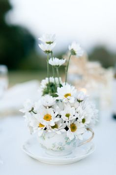 daisy wedding centerpiece erin hearts court 550x825 Inspiration: Daisies