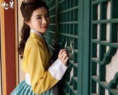 Korean traditional clothes.[한복] #hanbok #예쁜한복 #한복여행 #하복데이트 #전통한복 #저고리 #우리옷 #snap #trip #yellow #여자한복 #신부한복 #여성한복 #스냅사진