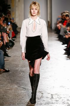 See the complete Francesco Scognamiglio Fall 2017 Ready-to-Wear collection.