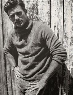 El actor Scott Eastwood se planta frente a la cámara de SeanThomas para modelar looks western en la edición de noviembre de GQ Reino Unido, donde además de lucir el estilismo de Jo Levin da una entrevista sobre como fue crecer al lado de su padre, el gran Clint Eastwood.