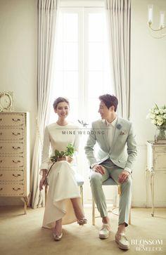 Is it Worth Opting for Professional Wedding Photography? Korean Wedding Photography, Professional Wedding Photography, Bridal Photography, Wedding Photography Inspiration, Pre Wedding Poses, Pre Wedding Photoshoot, Wedding Shoot, Wedding Couples, Foto Wedding