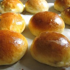 The difference between store-bought bread and homemade bread is unbelievable. Brioche is a type of French bread that contains butter. Homemade Brioche, Brioche Recipe, Brioche Bread, Hungarian Bread Recipe, Hungarian Recipes, Bread Recipes, Baking Recipes, Sourdough Biscuits, Different Types Of Bread