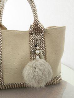 ふわふわラビットファー&エッフェル塔&タッセルのバッグチャーム