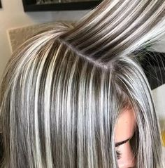 Frisuren 40 Gorgeous Gray Hair Styles Ideas This Year Gray Hair Highlights, Hair Color Balayage, Ombre Hair, Heavy Highlights, Icy Hair, Blonde Balayage, Haircolor, Medium Hair Styles, Short Hair Styles