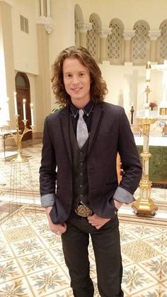 Takes my breath away he looks amazing!! So cute when he's all dressed up!  <3<3<3<3 Home Free Music, Home Free Band, Home Free Vocal Band, New Christmas Songs, Christmas Ideas, Austin Brown Home Free, Peter Hollens, Five Guys, Pentatonix