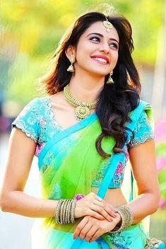 Actress Rakul Preet Singh saree stills 😙😙🤤 Beautiful Bollywood Actress, Most Beautiful Indian Actress, Beautiful Actresses, Beautiful Ladies, Rakul Preet Singh Saree, Indian Girls Images, Saree Photoshoot, Sari, South Indian Actress