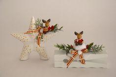 Putziges Rentier auf Stern und Dekokluppe liebevoll dekoriert. Christmas Ornaments, Holiday Decor, Home Decor, Reindeer, Stars, Decorating, Decoration Home, Room Decor, Christmas Jewelry