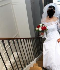 Coucou les filles je vends ma robe de mariée Tati bayal acheter en 2014 porter quelques heures !     Prix initiale :  La robe : 349 euros  Le jupon : 59 euros   Le voile 29 euros   Pressing : 50 euros    Je revends le tous 250 euros c'est une taille 38 !