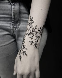 50 auffällige Löwentattoos, die Lust auf Tinte machen – die besten DIY-Tattoo-Ideen Inkspiration – diy tattoo image – tattoo tatuagem 50 eye-catching lion tattoos that make you want to ink the best DIY tattoo ideas inspiration diy tattoo image Sexy Tattoos, Body Art Tattoos, Tatoos, Feminine Tattoos, Tree Tattoos, Tattoos Skull, Back Tattoos, Nature Tattoos, Forearm Tattoos