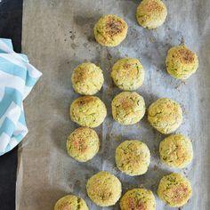 Le polpette di zucchine sono un piatto goloso e leggero.  Squisite così al naturale o con il pomodoro piaceranno a tutta la famiglia!