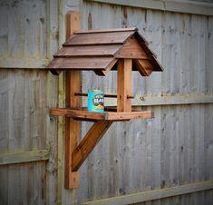 Wood Bird Feeder, Bird Feeder Craft, Bird House Feeder, Hanging Bird Feeders, Modern Bird Feeders, Wooden Bird Houses, Bird Houses Diy, Bird Feeding Table, Bird Tables