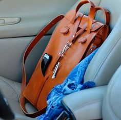 Leather bag. Laptop bag Ludena.