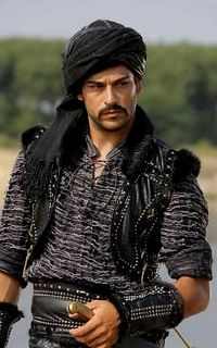 Like his getup. Turkish Men, Turkish Beauty, Turkish Actors, Sinbad The Sailor, Burak Ozcivit, Arab Men, Medieval Clothing, Perfect Image, Stylish Men