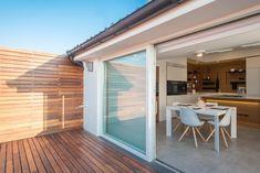 Attico 149: Terrazza in stile di Mario Ferrara Rooftop Terrace Design, Small Terrace, Terrazzo, Home Deco, Beautiful Houses Interior, House Roof, Modern House Design, Small Apartments, Interior Design Kitchen