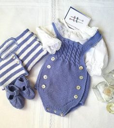 """MI&MIS®modainfantilmadeinspain en Instagram: """"Guapísimos con este conjuntito artesanal de @dosagujastt Beautiful 🌹🌹❤❤️•••Si te gusta déjanos un comentario, nos importa!!…"""" Free Baby Sweater Knitting Patterns, Knitting For Kids, Baby Patterns, Newborn Outfits, Toddler Outfits, Kids Outfits, Knitted Romper, Baby Sweaters, Baby Dress"""