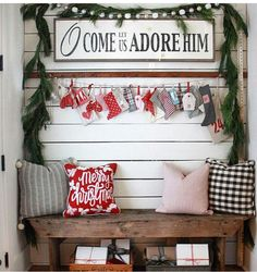 39 Welcoming and Cozy Christmas Entryway Decoration Ideas - Dailypatio Christmas Entryway, Christmas Porch, Farmhouse Christmas Decor, Merry Little Christmas, Christmas Love, Country Christmas, All Things Christmas, Winter Christmas, Christmas Crafts