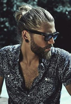 Ben Dahlhaus - man bun hair and beard. Bart Styles, Hair And Beard Styles, Long Hair Styles, Trimmed Beard Styles, Man Bun Hairstyles, Hairstyles 2018, Viking Hairstyles, Trending Hairstyles, Thick Hairstyles