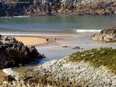 Playa de Cue desde la punta Santa Clara, Costa de Asturias, Mar Cantabrico