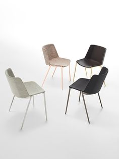 AÏKU can be radical, but at the same time is a refined architecture designed for domestic environments, as well as offices and public spaces. Soft Chair, Chair Design, Architecture Design, Modern Design, Dining Chairs, Chrome, Public Spaces, Office Chairs, Stools
