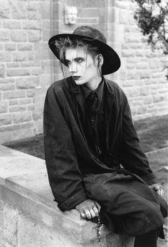 - † New Wave // Trad Goth // † - Punk Vintage Goth, New Wave, Mode Queer, Punk Mode, Goth Guys, Goth Men, Punk Guys, Mode Steampunk, Gothic Steampunk