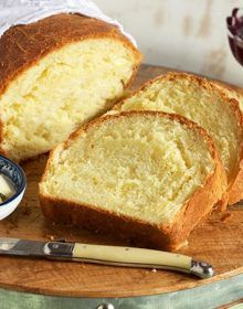 the very BEST Brioche Bread recipe ever. Light, fluffy bread that melts in your mouth, perfect for sandwiches and desserts. Bread Maker Recipes, Banana Bread Recipes, Polish Bread Recipe, Cheesecake Factory Bread, Honey Oat Bread, Cinnamon Bread, Homemade Dinner Rolls, Beer Bread, Bread Rolls