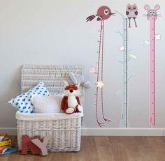 ideales vinilos medidores para decoración infantil. Apunta los progresos del niño con pegatinas en la pared.#kidsstickers