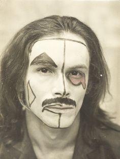 """José Wilker em """"O Rei da Vela"""". (Foto: Fundo Teatro Oficina/Arquivo Edgard Leuenroth)"""