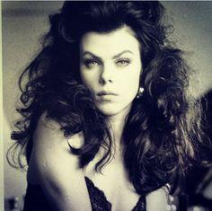 Deb Mazar Debi Mazar, Celebrity Portraits, Dita Von Teese, Timeless Beauty, Real Women, Beauty Women, Pin Up, Curves, Hollywood