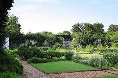 Estate garden - Bunny Mellon's Gardens – Estate garden Garden Nook, Garden Art, Bunny Mellon, Garden Organization, Rabbit Garden, Hydrangea Care, Yard Design, Potting Soil, Farm Gardens