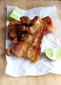 Colombian-Style Fried Pork Belly With Asian sauce Quick veg? My Colombian Recipes, Colombian Cuisine, Mexican Food Recipes, Hawaiian Recipes, Traditional Colombian Food, Columbian Recipes, Pork Belly Strips, Fried Pork Belly, Pork Belly Recipes