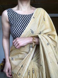 Cotton Saree Designs, Sari Blouse Designs, Indian Designer Outfits, Indian Outfits, Blouse Neck Patterns, Hand Painted Fabric, Simple Sarees, Stylish Sarees, Kurti Designs Party Wear