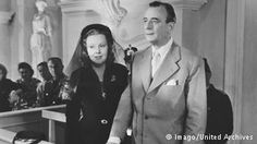Szene aus dem Film Hokuspokus mit Valerie von Martens und Curt Goetz und (1953)
