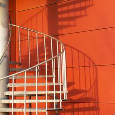 Cómo decorar una escalera caracol