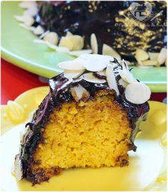 bolo de cenoura de liquidificador sem glúten com cobertura de chocolate meio amargo