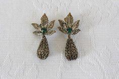 Vintage silver plated teardrop clip-on earrings with green rhinestones (R60)