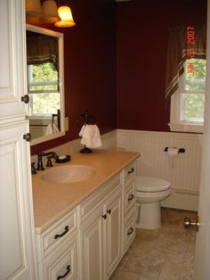 Love the color of walls with the wainscotting .. do not love the rest of the bathroom.