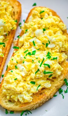 Breakfast eggs scrambled - This Scrambled Egg Toast is so easy to make, filling, and so incredibly tasty, that it is going to make your morning better Guaranteed eggs egg breakfast recipe toast brunch Breakfast Desayunos, Egg Recipes For Breakfast, Brunch Recipes, Gourmet Recipes, Dinner Recipes, Breakfast Ideas, Hashbrown Breakfast, Giada Recipes, Healthy Egg Breakfast
