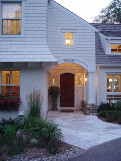 http://decorcology.com/wp-content/uploads/2015/01/Pretty-Lake-Minnetonka-home-designing-tips-Traditional-Exterior-Minneapolis.jpg