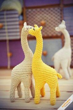 Oi amigas!!! Assim que vi amei de paixão essas fofurices!!! Girafinhas lindas de crochê!!! Acho difícil alguém não amar um bichinho assim...